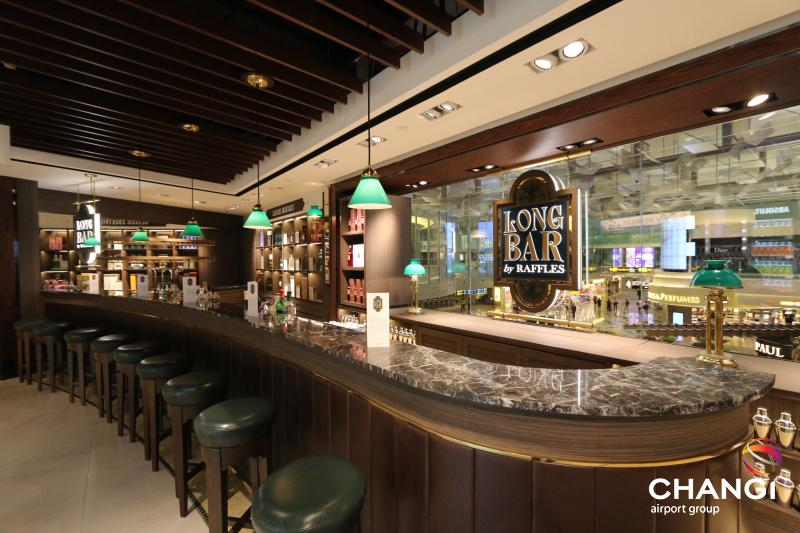 Enjoy a free Singapore Sling cocktail at Changi Airport's Long Bar by Raffles